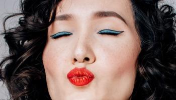 Maquiagem com batom vermelho: veja como usar a cor nos lábios
