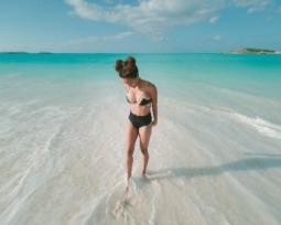 Biquíni de cintura alta: veja como usar o modelo fashion da moda praia