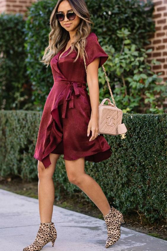 bota de cano curto com vestido