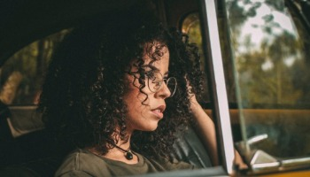 Cabelo ondulado curto: Veja como cuidar e dicas de cortes
