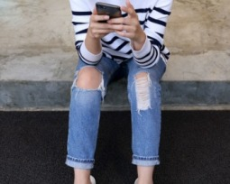 Transforme seu jeans tradicional em uma calça rasgada cheia de personalidade