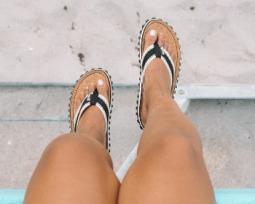 Chinelos decorados: veja lindos estilos para você fugir do comum