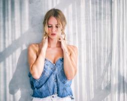 Cropped jeans: abuse dessa peça cheia de sensualidade e estilo