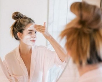 Conheça 7 receitas de esfoliantes caseiros para o rosto