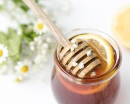 7 receitas caseiras de hidratação com mel para revigorar a madeixa