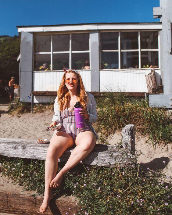 Moda praia plus size para você arrasar no verão: modelos de maiô