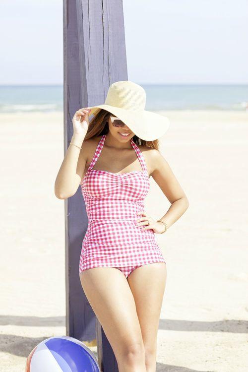 Modelos de maiô para arrasar na praia: Retrô