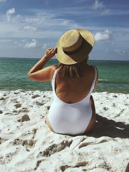 Modelos de maiô para arrasar na praia: Decote nas costas