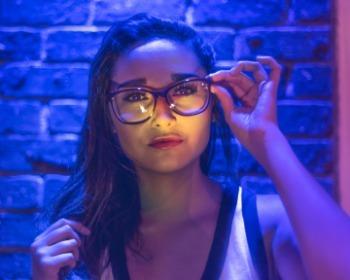 Descubra quais são as melhores armações de óculos para rostos redondos