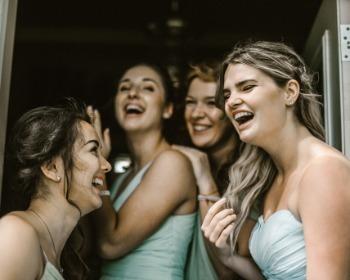 Penteados para madrinha de casamento: veja 50 inspirações