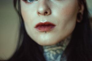 Piercing na boca: conheça os tipos de furos e as precauções