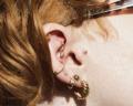 Piercing no tragus: Confira dicas de cuidados e modelos