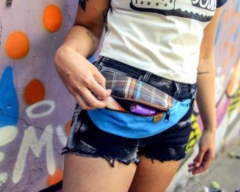 50 sugestões de looks com pochete para você criar um visual fashion e descolado