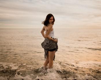As melhores poses para você tirar fotos incríveis na praia