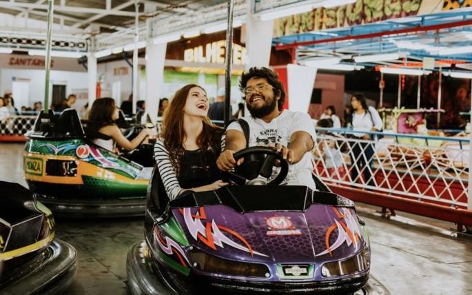Ideia de presente: passeio no parque de diversão no Dia dos Namorados