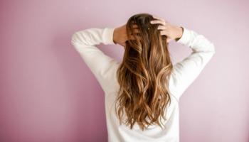Como investir na queratina líquida para tratar os cabelos