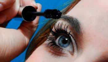 Rímel seco? Confira dicas infalíveis para recuperar a textura da sua maquiagem
