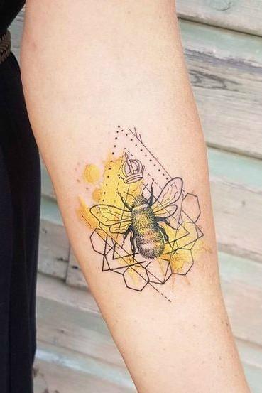 tatuagem aquarela abelha