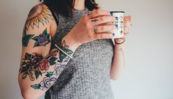 Tatuagem de flor: conheça os significados e veja 65 ideias