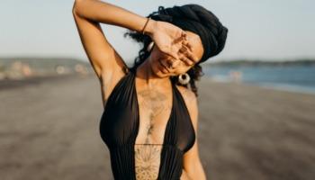 Tatuagem feminina na costela: 40 modelos para você apostar