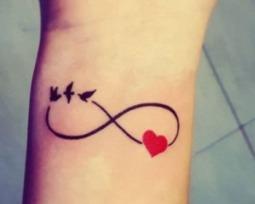 Tatuagem infinito: encontre ideias para fazer a sua!