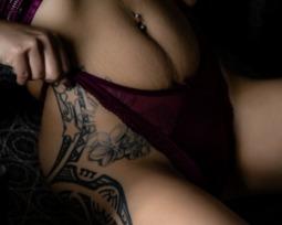 25 opções lindas e ousadas para tatuagem na virilha