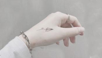Tatuagem no dedo: confira dicas de cuidados e opções de desenhos