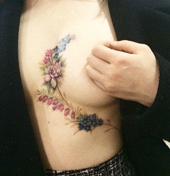 Underboob tattoo: inspirações para a sexy tatuagem entre os seios
