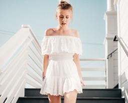 Aposte no vestido ciganinha para um visual sexy e delicado
