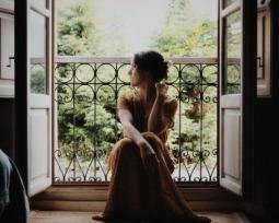 Vestido dourado: inspire-se com modelos cheios de glamour e sofisticação