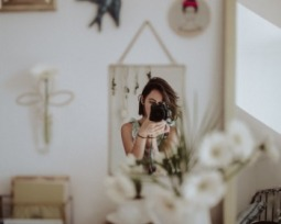 90 frases para foto sozinha que são legendas perfeitas!