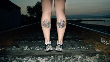 40 ideias criativas e charmosas de tatuagens na panturrilha feminina